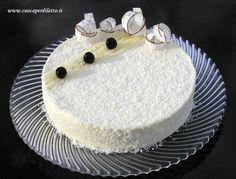 La torta Foresta bianca è un capolavoro di dolcezza: cioccolato bianco, panna e cocco... opera del famoso chocolatier Gianluca Aresu. Da provare! Torte Recepti, Cocktail Desserts, Cake & Co, Forest Cake, Pastry Shop, Oreo Cheesecake, Menu, Love Cake, Frosting Recipes
