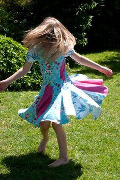 Sommerkleid, Drehkleid nähen, Schnittmuster Kleid Mädchen Kids And Parenting, Lily Pulitzer, Marie, Kids Fashion, Blog, Crafts, Dresses, Woman, Dresses For Baby Girls