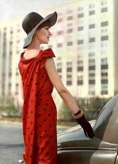 Model in polka-dotted silk surah dress, the back has a panel that ties to the shoulder, by Guy Laroche, photo by Guy Arsac, 1961 Guy Laroche, Vintage Glam, Vintage Ladies, Vintage Style, Vintage Outfits, Vintage Fashion, Retro Images, 20th Century Fashion, Sixties Fashion
