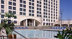 Dallas/Fort Worth Marriott Hotel & Golf Club at Champions Circle Elizabethtown This 4-star hotel in Fort Worth boasts an 18-hole champion golf course, 2 gourmet restaurants and elegant rooms with a 32-inch LCD TV. Fort Worth Alliance Airport is 10 minutes' drive away.