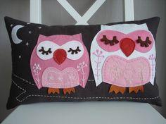 Sukan \ Owls Pillow Cover by sukanart on Etsy Linen Pillows, Throw Pillows, Cushions, Euro Pillow Covers, European Pillows, Felt Pillow, Felt Owls, Owl Crafts, Pink Owl