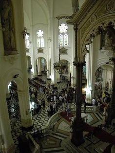 La capital argentina posee un bello templo de estilo gótico-lombardo coronado…