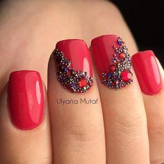 Какие же классные  nailsoftheday.com #маникюрдня #ногти #гельлак #дизайнногтей #идеидляманикюра #мастерманикюра #nailмастер #gelpolish #nails #маникюр #вечернийманикюр #красные #пикси #стразы