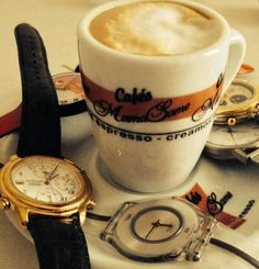 Para los más despistados, no os estreséis en realidad es una hora menos, no llegáis tarde! Ahora si! acordaros de cambiar la #hora, en vuestro momento #relax. #time #coffeetime #momentocafe #clock #reloj