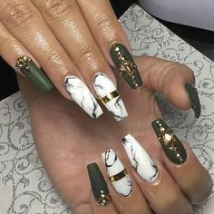 Marmor green gold nails