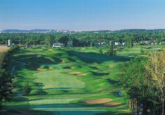 Le Centre de Golf Le Versant situé à Terrebonne, à seulement quelques minutes au nord de Montréal, accueille plusieurs golfeuses et golfeurs conquis par la qualité de ses 4 magnifiques parcours et par l'accueil chaleureux d'une équipe professionnelle. Le Centre de Golf Le Versant est l'endroit idéal pour les tournois corporatifs et les pratiques de golf.