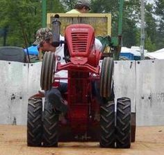 Wheel Horse Tractor, Garden Tractor Pulling, Garden Tractor Attachments, Small Tractors, Antique Tractors, Lawn And Garden, Old Cars, Vines, Vehicles