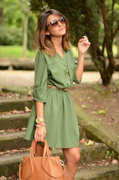 This green dress and thin animal print belt topped off with a big face gold watch and assorted gold bangles is so super cute. Her sunglasses and bag are fab too!