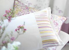 Collection GIVERNY. Lumière, fluidité, rêve, fleurs, végétation, blanc, jaune, rose, vert, coussin, tissus