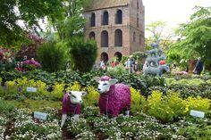 Auf der Rhodo in Westerstede kanm man neben der Blütenpracht auch so eingie kuriose Dinge zwischen den Beeten entdecken!