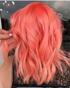 Bright peach pink or Scarlet pink or strawberry pink hair color idea for wavy sh.-- Bright peach pink or Scarlet pink or strawberry pink hair color idea for wavy short hair. Just don& know the right name :) Bright Hair Colors, Hair Color Purple, Cool Hair Color, Color Red, Purple Streaks, Pastel Orange Hair, Pink Peach Hair, Purple Teal, Orange Pink