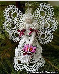 Crochet angels sing for Christmas - Crochet Works Crochet Christmas Ornaments, Holiday Crochet, Crochet Snowflakes, Angel Ornaments, Christmas Angels, Christmas Crafts, Christmas Decorations, Xmas, Holiday Decor