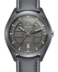 Rado poursuit le développement de sa collection Hyperchrome lancée à Dubai en 2012, avec l'arrivée de ce modèle au design sportif qui embarque un boitier de 43 mm, étanche à 100 mètres et doté d'un calibre mécanique automatique spécialement développé par ETA pour le spécialiste de la céramique....