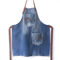 sturdy blue denim and brown leather apron with two pockets! leather denim apron, denim unisex apron,work apron, crafters apron, gift for him robuste blaue Jeans und braune Lederschürze mit zwei von Lowieke Diy Jeans, Men's Jeans, Jeans En Cuir, Jean Diy, Jean Apron, Unisex, Estilo Jeans, Work Aprons, Leather Apron