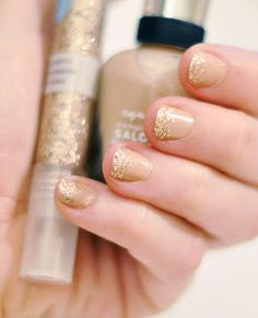 gold sparkle manicure @Kimberly This looks good even on short nails.