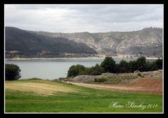 En camino a la Ruta de las Caras, junto al pantano de Buendía.