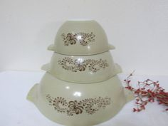 Vintage Set of 4 Homestead Natural Beige Background with Blue Onion Floral Print Pyrex Nesting Mixing Bowls