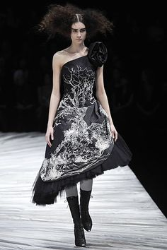 "Alexander McQueen | ""The Girl who lived in the Tree"" Fall 2008 Ready-to-Wear Collection 