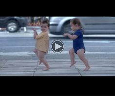 This Baby Commercial from Evian Will Be the Best Thing You See All Day – Viral Videos Gallery Haha Funny, Hilarious, Fun Funny, Super Funny, Funny Stuff, Trailer Peliculas, Whatsapp Videos, Dancing Baby, Best Commercials