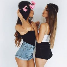 Twin Outfits, Cute Outfits, Bffs, Bestfriends, Best Friend Pictures, Best Friend Goals, Sexy Shorts, Girl Poses, Short Girls