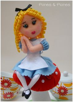 Alice no país das maravilhas em feltro.