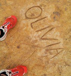 Olivia raconte-nous? A Bells beach gravée dans la pierre  ! Share  !  #Australie #australia #anglesea #roadtrip #olivia #greatoceanroad #bellsbeach by josua_miller