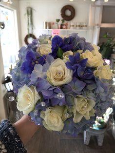 Blå og hvit brudebukett Floral Wreath, Wreaths, Home Decor, Decoration Home, Door Wreaths, Room Decor, Deco Mesh Wreaths, Interior Design, Home Interiors