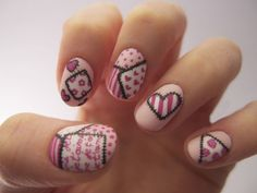 Uñas decoradas en color rosa como una postal