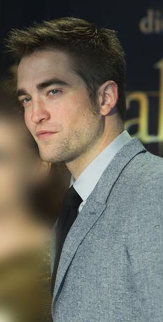 Edward Cullen Looks Like A Foot 71