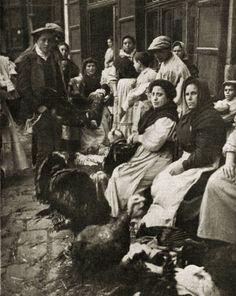 Venta de pavos en un mercado de Valencia (1929)