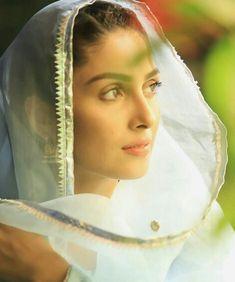 Jummah Mubarak ❤ And Happy women's day to all the women🥀 - Happy Woman Day, Happy Women, Arab Women, Muslim Women, Indian Photoshoot, Beautiful Girl Makeup, Beautiful Women, Celebrity Biographies, Ayeza Khan