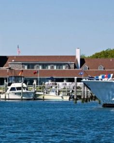 Montauk Yacht Club is a relaxed escape from New York minus the Hamptons attitude. Long Island Ny, Island Beach, Montauk Yacht Club, Montauk Lighthouse, Beautiful Places, Beautiful Pictures, Safe Haven, Lodges, Resorts