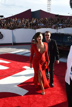 Demi Lovato Photos - Arrivals at the MTV Video Music Awards — Part 2 - Zimbio