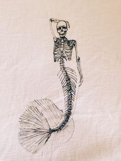T Sketch squelette de sirène par ArtByKristinaKoz sur Etsy