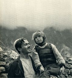 Father and daughter in Okol in the Shala Valley (Photo: Giuseppe Massani, 1940)