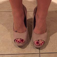 970ad9313 Jessica Simpson Suede Tan Heels! Tan Heels