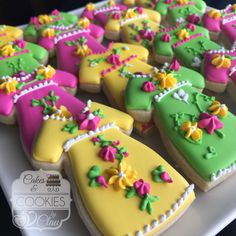 Fiesta Mexican Dress Cookies Fiesta Party Favors, Mexican Cookies, Theme Cakes, Mexican Party, Cookie Ideas, Decorated Cookies, Cookie Decorating, Sugar Cookies, Babyshower