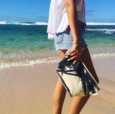 周りと差がつく小物で作る大人カジュアルスタイル!<SoHa Living>Beach Pouch