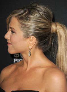 The girl with the gorgeous hair - Jennifer Aniston Oval Face Hairstyles, Celebrity Hairstyles, Ponytail Hairstyles, Pretty Hairstyles, Dreadlock Hairstyles, Updo Hairstyle, Black Hairstyles, Wedding Hairstyles, Jennifer Aniston Style