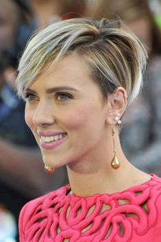 [ Messy Pixie Bob ❤️ If you still haven't seen these Scarlett Johansson short hair looks, you're missing out! Perfect bob and pixie cuts showcased by the stunning celeb are here to inspire you: premiere styles with an undercut, haircu Short Hair Undercut, Short Pixie Haircuts, Short Curly Hair, Short Bob Hairstyles, Short Hair Cuts, Curly Hair Styles, Natural Hair Styles, Nape Undercut, Hairstyles Haircuts