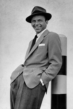 Eight times Frank Sinatra mastered proper masculine elegance Hollywood Icons, Vintage Hollywood, Classic Hollywood, Frank Sinatra Poster, Beatles, Franck Sinatra, Def Not, Jazz Music, Retro
