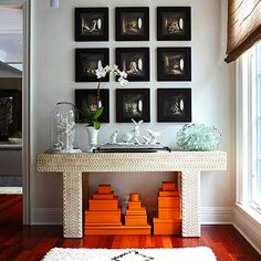 Love the showcase of small black frames with prints/photo's or really ANYTHING...