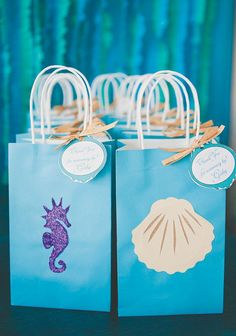 An Under the Sea Birthday Party with chocolate seashells, clamshell cookies, DIY lantern jellyfish, floral coral reef centerpieces + a starfish topped sea pebble & fish scales cake Mermaid Theme Birthday, Little Mermaid Birthday, Little Mermaid Parties, Girl Birthday, Birthday Ideas, Cadeau Baby Shower, Baby Shower Gift Bags, Mermaid Baby Showers, Baby Mermaid