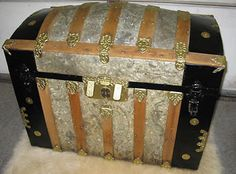 LegacyTrunks.com Antique Steamer Trunks for Sale. Antique Steamer Trunk  Parts for sale. Free Trunk history information and photo gallery