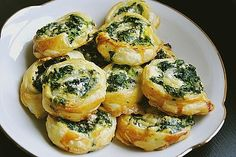 Blätterteig-Spinat-Schnecken Puff pastry-spinach snails, a delicious recipe from the category finger food. Grilling Recipes, Veggie Recipes, Cooking Recipes, Snacks Recipes, Pizza Recipes, Cake Recipes, Party Finger Foods, Snacks Für Party, Snacks Diy