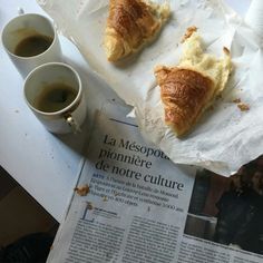 Find images and videos about coffee, breakfast and croissant on We Heart It - the app to get lost in what you love. Coffee Break, Coffee Time, Coffee Study, Momento Cafe, Culture Art, Chocolate Caliente, Yummy Food, Tasty, The Breakfast Club