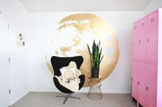 Not sure where I'd paint this Gold Moon on the walls in my home, but I think it's fabulous! Maybe perfect for a nursery? /ES