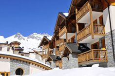 rezidence Longchamp, Mount Everest, Saints, Mountains, Mansions, House Styles, Travel, Saint Francis, Santos