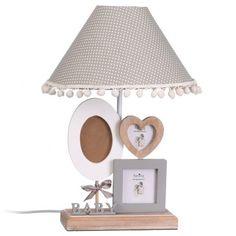 Iluminanción para habitación infantil. Lámpara de mesa infantil con tres portafotos de distintas formar,  con estrructura con base de madera y pantalla de tejido color marrón con topos blancos:      Medidas : 27x27x40 cm