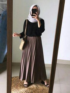 Hijab Casual, Ootd Hijab, Hijab Chic, Street Hijab Fashion, Skirt Fashion, Fashion Outfits, Pakistani Fashion Casual, Muslim Fashion, Looks Party